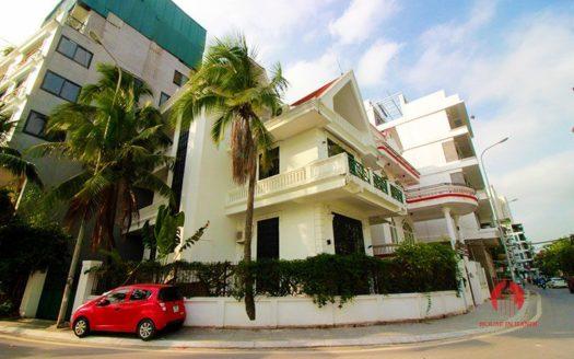 corner villa for rent on Tu Hoa street 1