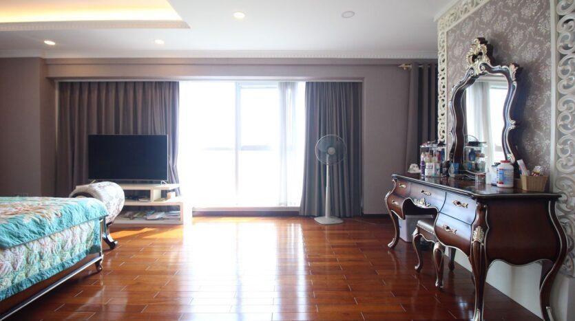 bán căn hộ 267m2 ciputra 3